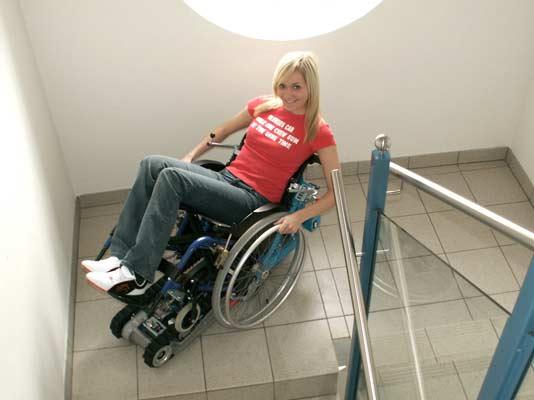 Montascale a cingoli mobile Stairmax per sedia a rotelle ...