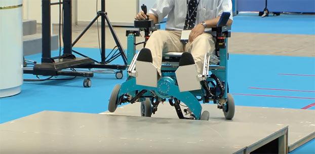 Particolare sedia a rotelle per disabili capace di salire for Sedia a rotelle ruote piccole